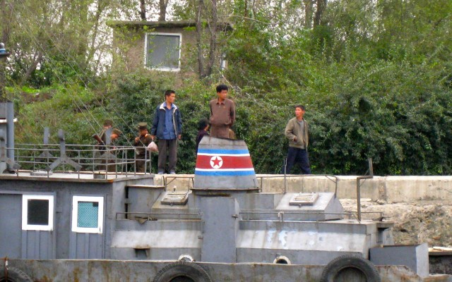 North-Korean-shore-old-boat-soldiers