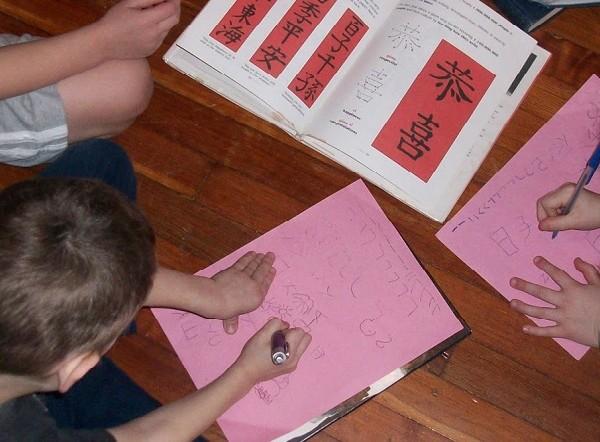children-writing-chinese