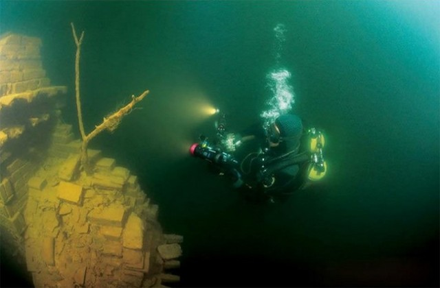 Lost-City-found-Underwater-in-China-7