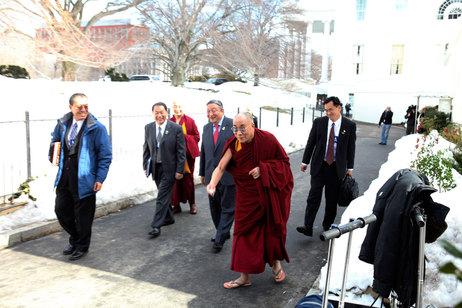 dalai-lama-snow