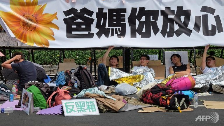 student-protesters-camp
