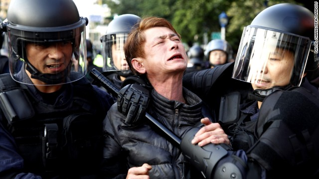 taiwan-protest-police-clash-protesters