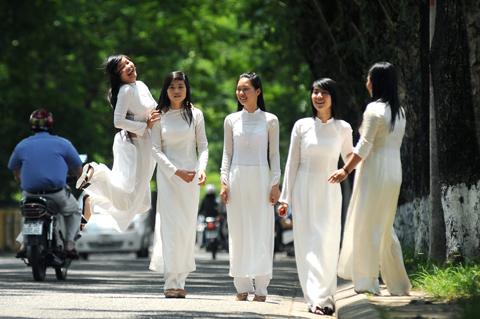 vietnam-school-uniforms-ao-dai