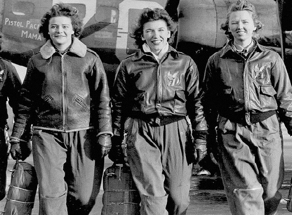 women-airforce-service-pilots-B17-flying-fortress